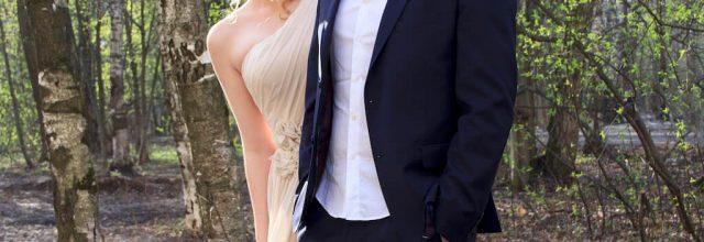 Жена и муж в парке после свадьбы